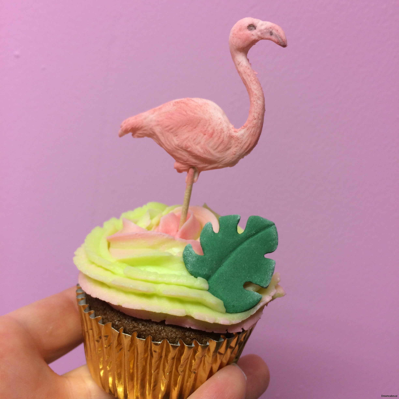 tårtdekoration med flamingo på muffins