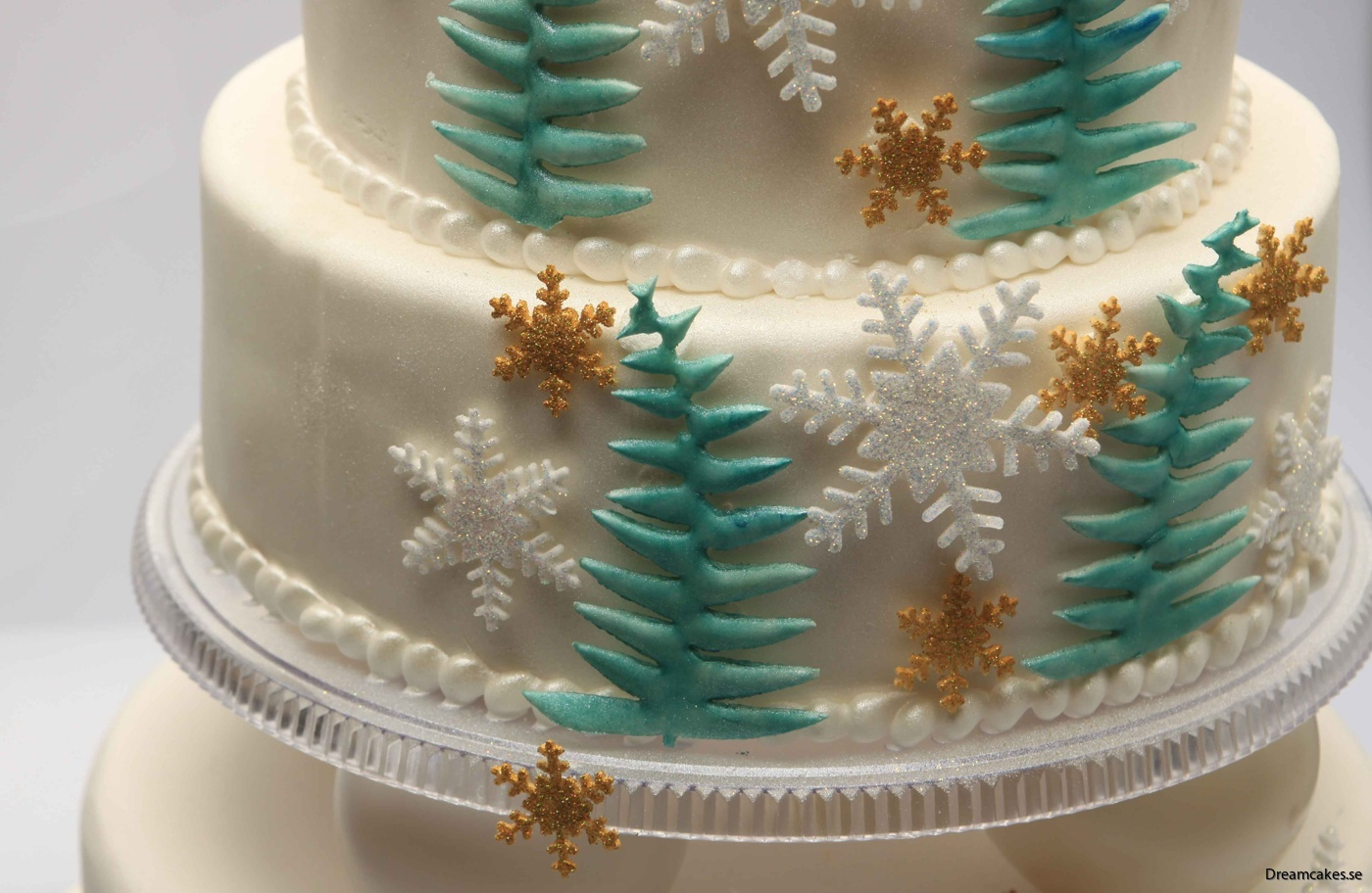 snöflingeutstickare, snöflinga i socker, frosttårta, tårtdekorationer, sockerflingor, snöflingor i sockerpasta, sugarpaste, ätbara snöflingor