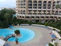 Hotellet med en av två pooler