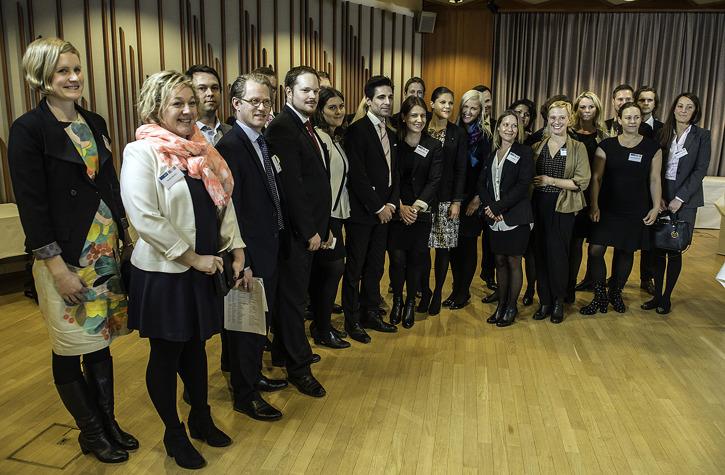Deltagarna i Tandem Leadership 2014 diskuterar med H.K.H. Kronprinsessan Victoria. Foto: Karl Vilhjalmsson