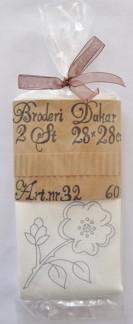 Dukar 2 st innehåller ej garn  - Ritat broderi art nr 32