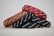 Produktnamn BERLIN, bredd ca 1 cm. Armbandet går att få i alla skinnfärger som finns i våra färgkartor. I beställningsformuläret bestämmer du hur långt armbandet ska vara, färg på bottenskinn samt färg på inre skinnband. Pris: 340SEK