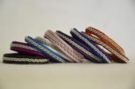 Produktnamn LULEÅ, bredd ca 0,6cm. Armbandet går att få i alla skinnfärger som finns i våra färgkartor. I beställningsformuläret betämmer du hur långt armbandet ska vara. Pris: 290SEK
