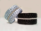Produktnamn: SILVIA, bredd ca 3cm. Armbandet går att få i alla skinnfärger som finns i våra färgkartor. I beställningsformuläret bestämmer du även hur långt armbandet ska vara. Pris: 470SEK
