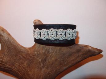 Till detta tennarmband har vi hämtat inspiration från vårt Riga armband. (smala tennarmband)