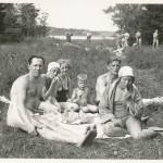 Picknick med sin familj som barn.