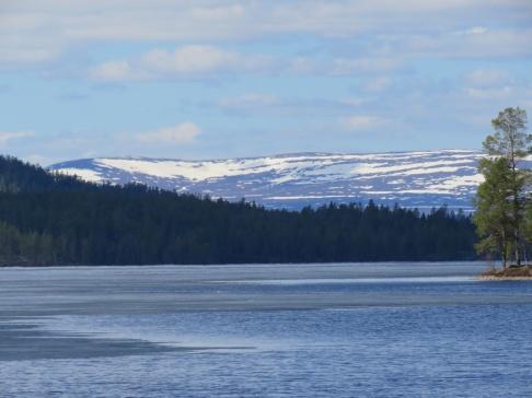 Burusjön hade en del is kvar den 17-e maj, men den är nog snart borta.