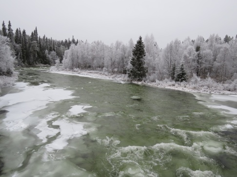 Efter två veckor med minusgrader såg Grövlan ut så här, underkylt vatten och isbildning på bottnarna.