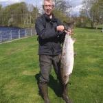 Mikael Jönsson med sin stora lax på 11 kg och 96 cm! Fångad 8/5 i Besesvängen.