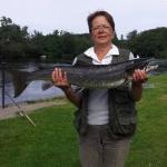 Marica Zoric med sin tredje lax för dagen, 6,3 kg och 89 cm! Fångad 10/8 på Gröningen.