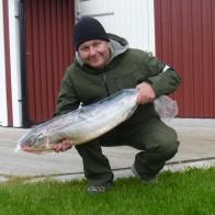 Almir Basagic med sin lax på 7,5 kg och 85 cm. Fångad 31/5 på Gröningen.