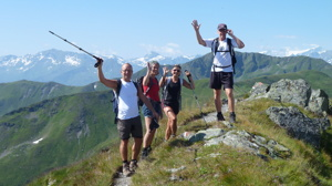 På alpvandring i Saalbach Hinterglemm i Österrike (c) Austria Travel