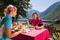 Lunch vid Hallstatt-sjön © OÖ Tourismus - Erber