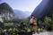 Joel och Anna med Hallstatt i bakgrunden 39 © Austria Travel - Thungren