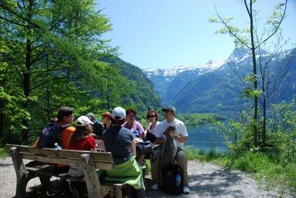 """Vandring på 500 meters höjd. På Soleweg """"Saltvägen"""" till Hallstatt © hallstatt.net - Kraft"""