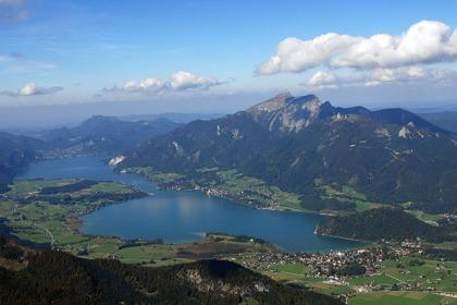 Wolfgangsee i Salzkammergut i Österrike