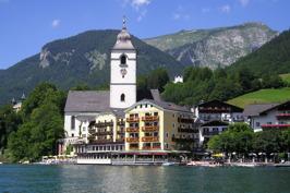 Du bor 3 nätter vid vackra Wolfgangsee © Wikimedia Commons - Stenning