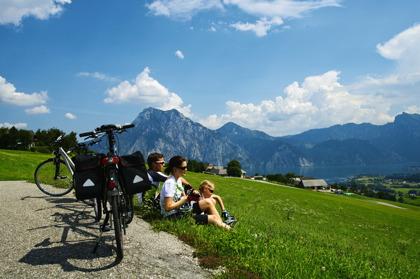 Fikapaus vid cykling i Salzkammergut © Österreich Werbung - Himsl