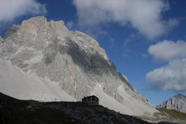Carschinahütte och toppen Sulzfluh © Paebi Wikimedia Commons