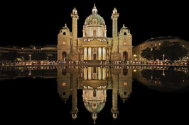 Karlskirche i Wien © Wikimedia Commons - Pallasathena.  Klicka för att se portalen på Ingress Intel Map.