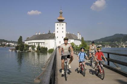 Cykelresa i Gmunden vid Traunsee i Österrike © OÖ.Tourismus / Weissenbrunner