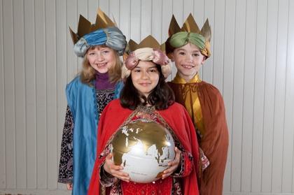 Barn i Dreikönigsaktion samlar in gåvor till biståndsprojekt