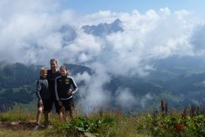 Josef, Elina och Mia är våra fotomodeller på Saalachtaler Höhenweg © Austria Travel - Rusner