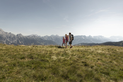 Vandring på Saalachtaler Rundweg nära Zell am See i Österrike © Saalfelden Leogang Touristik GmbH
