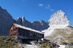 Lamsenjochhütte och Lamsenspitze
