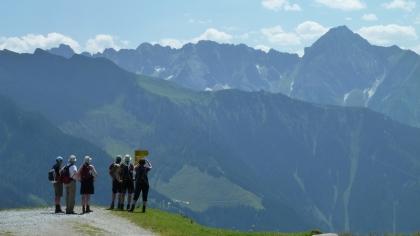 Ryggsäck behövs vid vandring i Alperna. Som här i Zillerdalen. © Austria Travel - Rusner