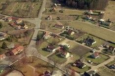 """Östra Sönnarslöv 2000-talet - det gula huset till vänster måste vara """"Hantverkshuset"""""""