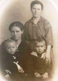 Anna, Nisse, Gunilla och Evert