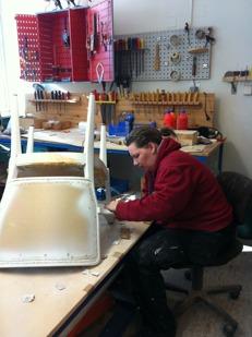 Nina renoverar stolar