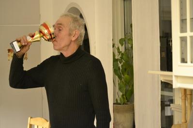 Så här firar Åke segeren på Vännäsprovet