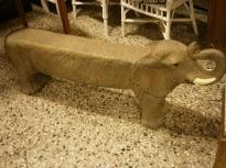 Bänk Elefantmodell lång. Längd 135cm