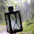 Bara naturliga ljuskällor så som lyktor, mysljus & öppen eld här