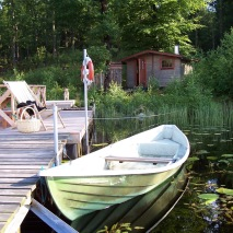 Bastu, brygg, flotte & båt vid sjön