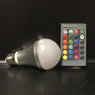 LED Lampa RGB & vit med fjärrkontroll (E27 sockel)