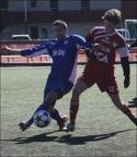 Anders Carlsson är först på bollen när Stöde överraskade i premiären. Foto: Falu FK:s hemsida.