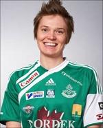 Josefin Larsson har tagit över ledningen i skytteligan.