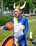 Henrik Svanström satte viktiga 2-1-målet för Svartvik. Om han var klädd som på bilden vågar jag inte uttala mig om...