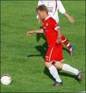 Christian Sastamoi-nen öppnade mål-skyttet för Sund när man vann med 2-0 i Söråker.