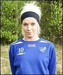 Amanda Sevefjord, numera mörkhårig, skallade ihop med en Alviksspelare och tvingades utgå med en rejäl bula modell XL.