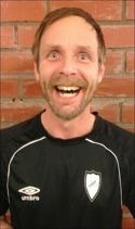 Så här glad kan man bli när man gjort mål på Torpsham-mar och vunnit. Tomas Larsson var dessutom lagets bäste ute på sin högerkant.