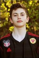 Vad månde bliva? 14 år och snart ordina-rie i div. IV. Amaro Bahtijar går en ljus fotbollsframtid till mötes om inget oför-utsett inträffar.