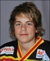 Niclas Möllhagen kan göra mål i fotboll också.