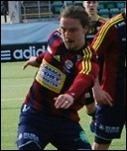 Fredrik Olofsson satte Selångers båda mål när man, lite överraskande, vann derbyt mot Ånge. Foto: Janne Pehrsson, Lokalfotbollen.nu.