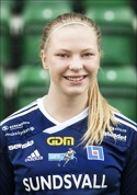 SDFF:s flicklandslagstjej Ellen Löfqvist inledde målskyttet i segermat-chen mot serietvåan Notviken.