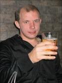 Essviks nye A-lags-tränare Fredrik Martinsson firar utnämnandet med en lättöl.