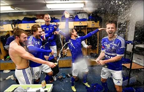 Stor glädje i GIF Sundsvalls omklädningsrum efter 0-0-matchen hemma mot Landskrona och man tagit den poäng som behövdes för att nå allsvenskt spel 2015. Foto: Bildbyrån,